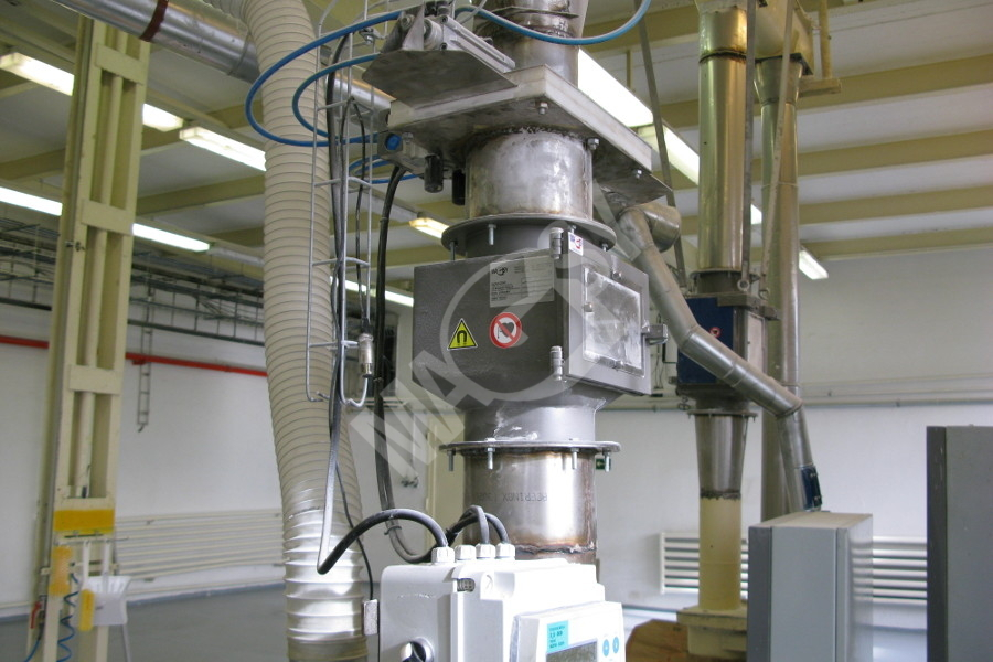 Magnetic separator with telescopic grates MSV